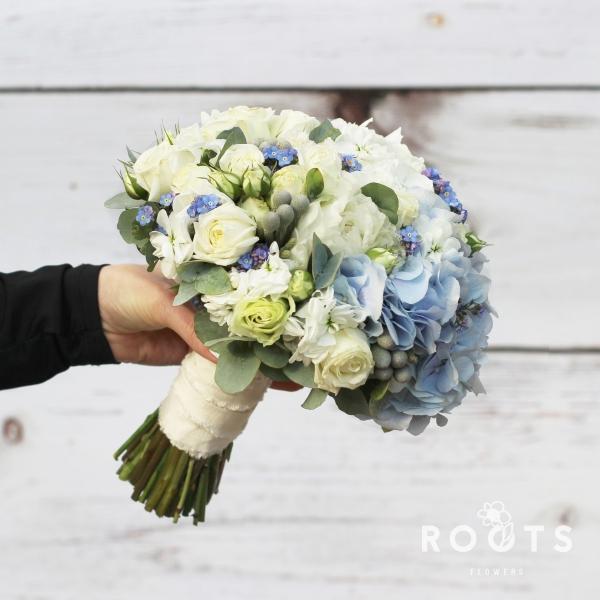 Свадебный букет из гортензии и роз